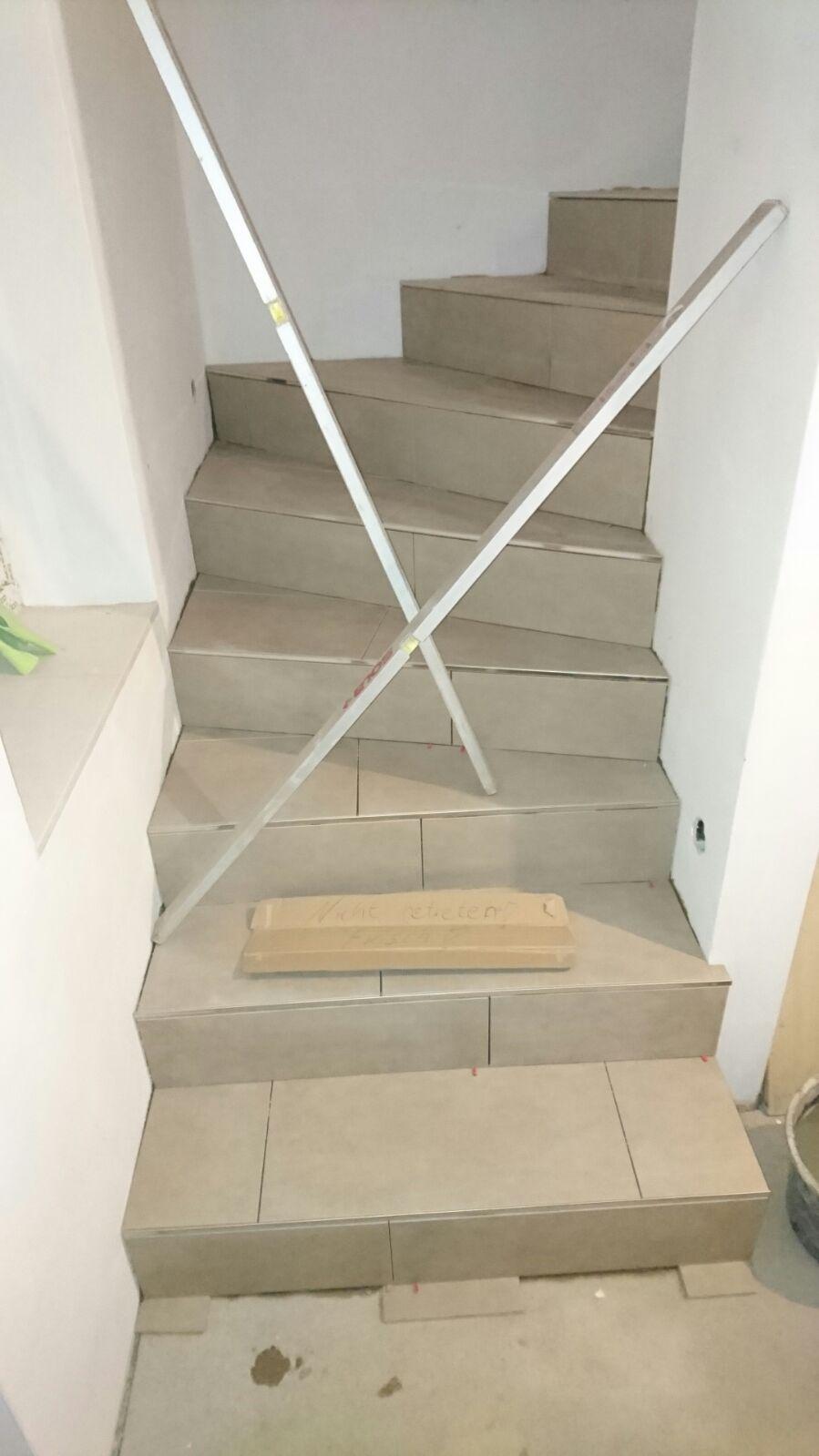 unsere treppe wird gefliest unser traum vom haus. Black Bedroom Furniture Sets. Home Design Ideas